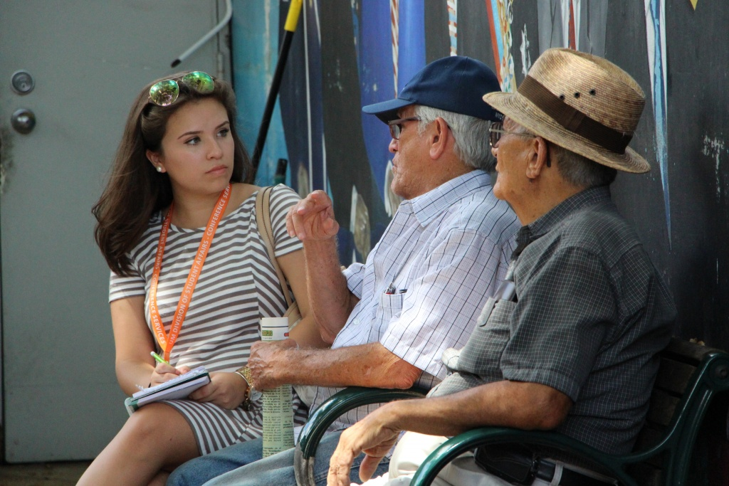 Nicole Via y Rada seeks sources for her story on Cuban immigrants.